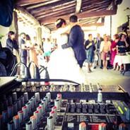 ¿Por qué contratar a un dj de bodas? Te lo contamos